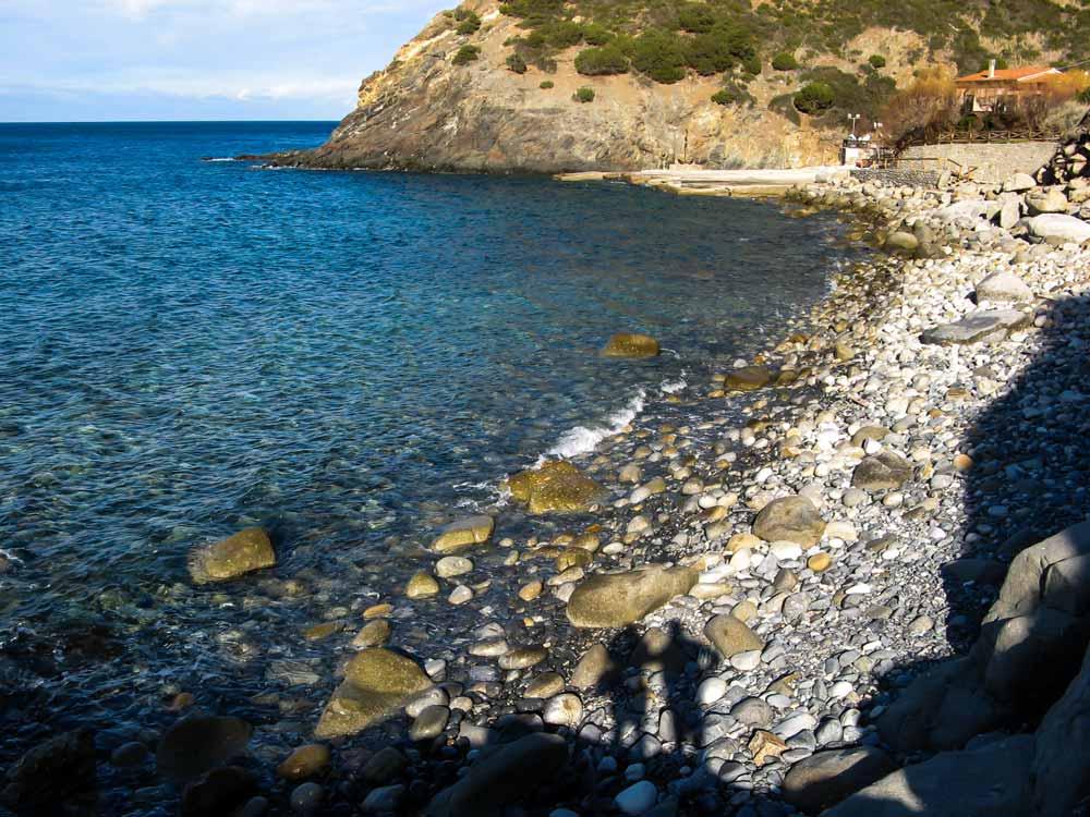 две тени на пляже