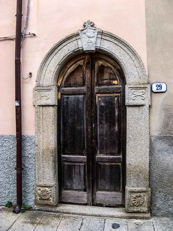 отделка дверного проёма гранитом