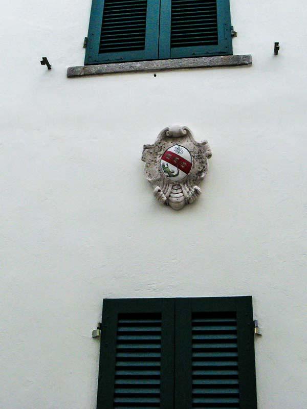 герб на доме