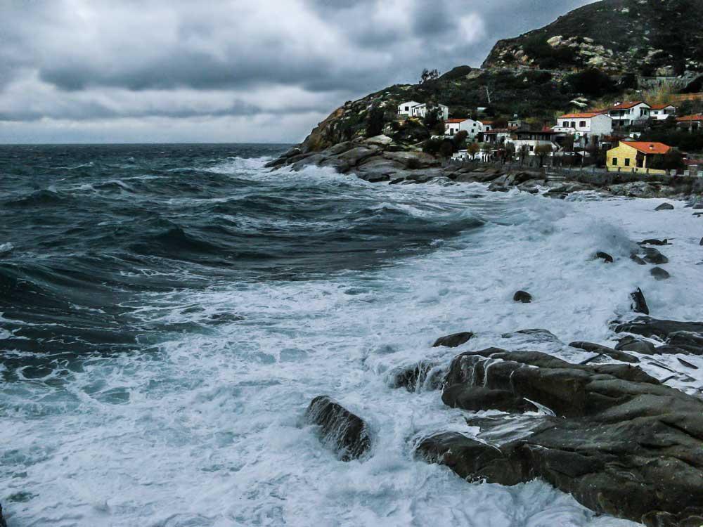 Италия, Тоскана, остров Эльба, шторм в районе Кесси