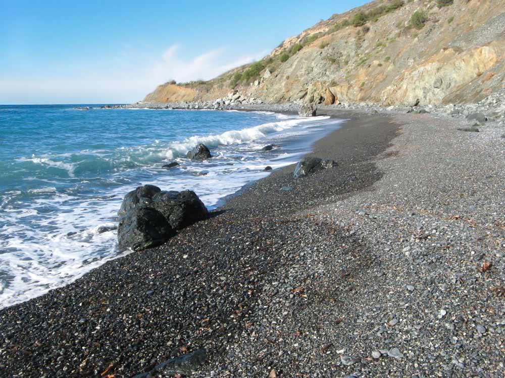 галька среднего и мелкого размера на пляже Джардино на Эльбе