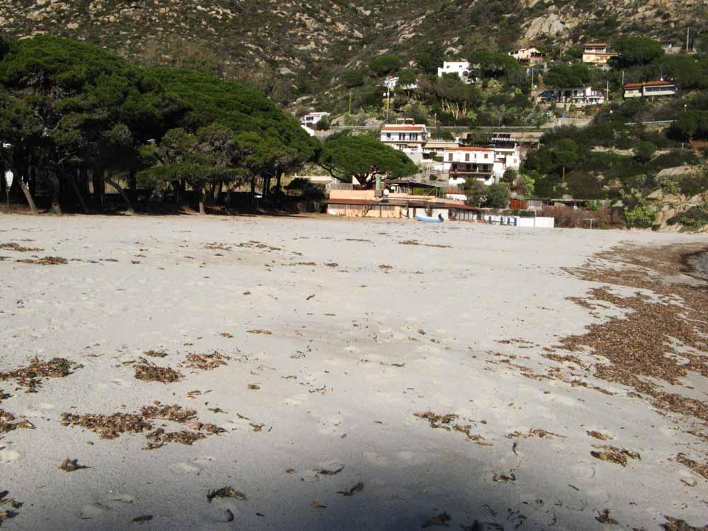 песочек на пляже Фетовая на Эльбе
