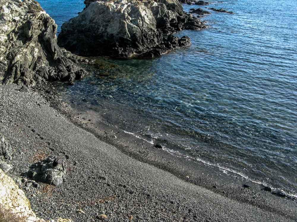 галька на пляже Контесса
