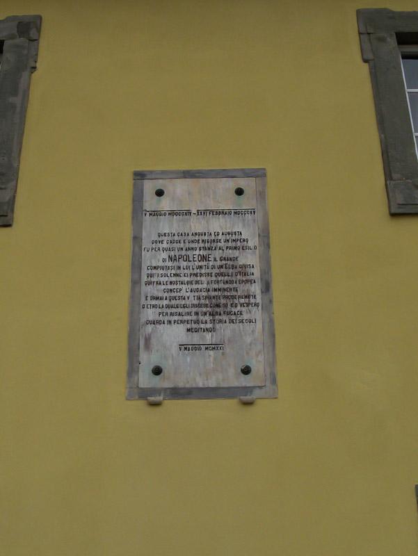 Памятная надпись на стене Дворца Мулини