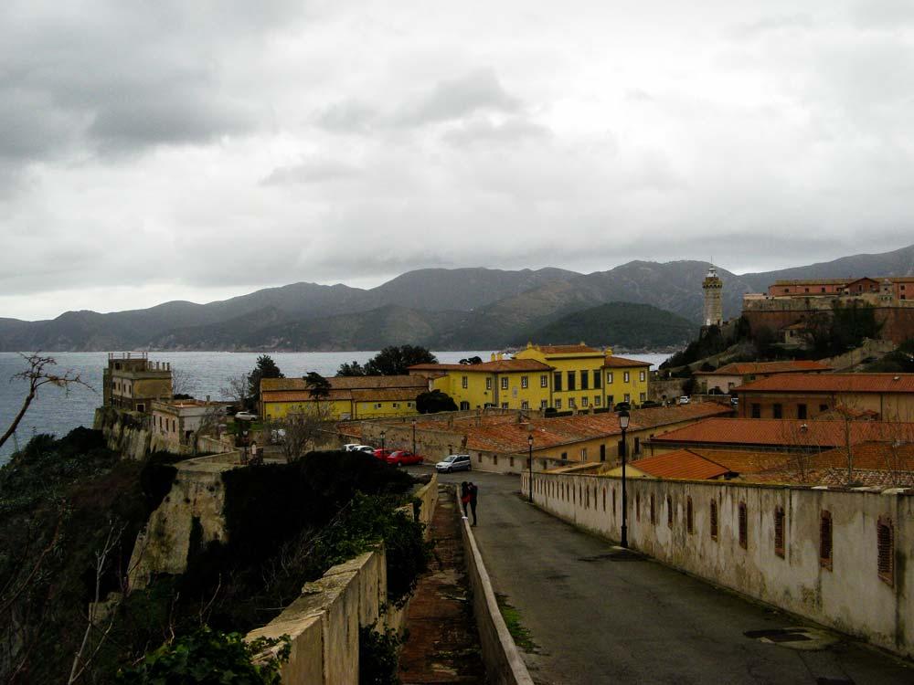Вид на дворец Мулини и маяк