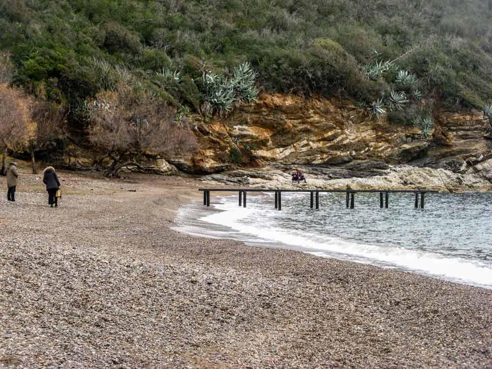 левая часть пляжа Барбаросса, если стоять лицом к морю