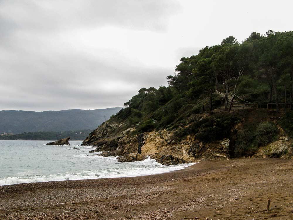 правая часть пляжа Барбаросса, если стоять лицом к морю