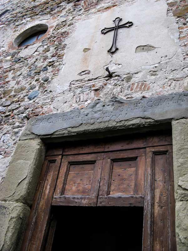очень старая церковь в Ангъяри