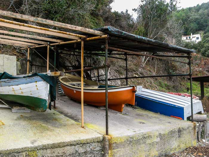 хранение лодок на пляже Ла Кала