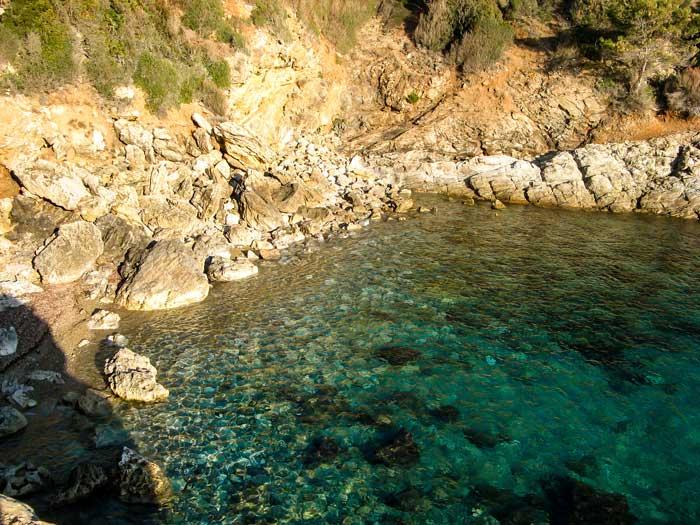 бухточка в районе Фелчаё, Каполивери, Эльба, Италия