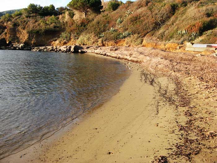 песок на пляже Фелчаё