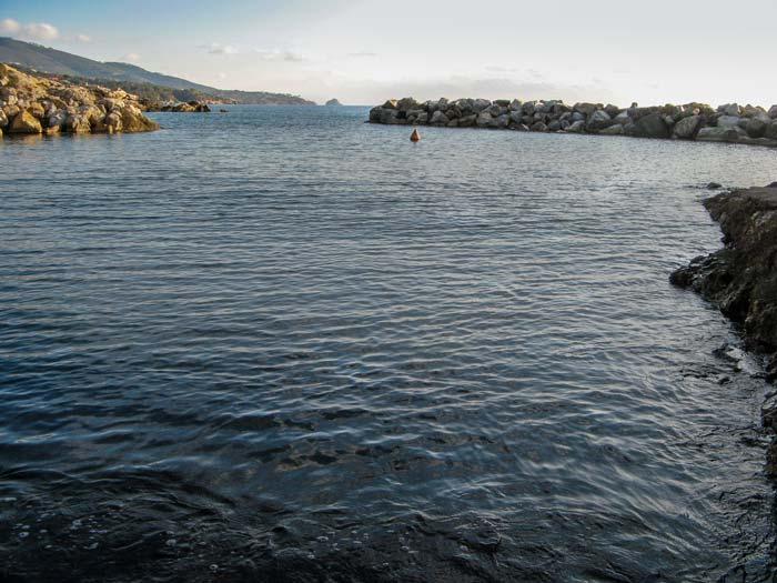 морской бассейн с проточной водой на Фелчаё