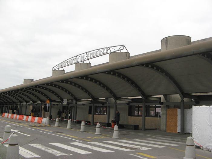 навес в аэропорту Флоренции