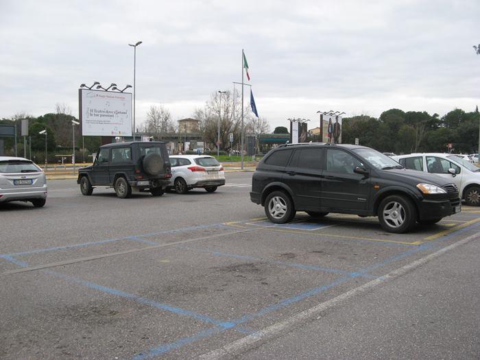 парковка в аэропорту Флоренции