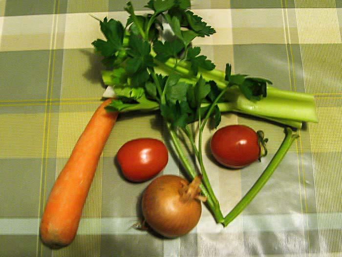 набор овощей для приготовления овощного бульона в Итаии