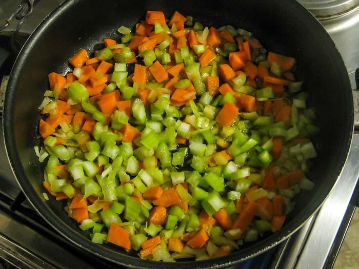 лук, морковь и сельдерей