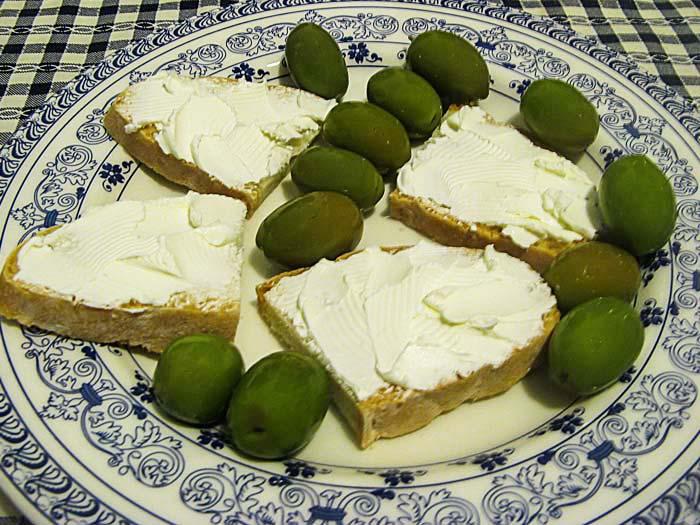 оливки и панини с мягким сыром