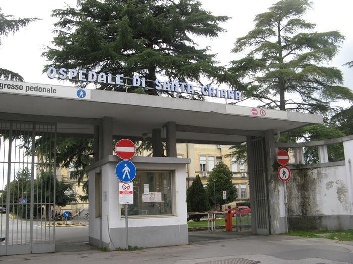 въезд и вход на территорию больнице в городе Пиза
