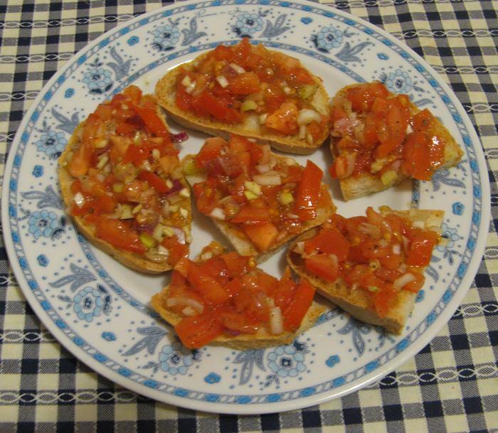 итальянские кростини с помидорами