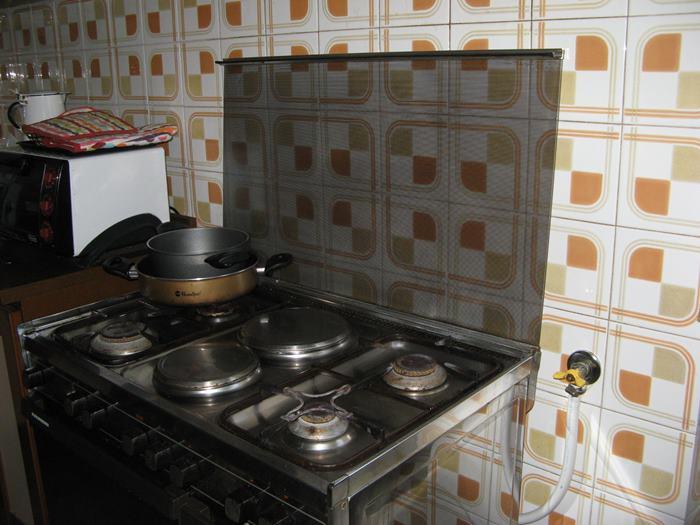 как сделать генеральную уборку в квартире - вымыть плиту на кухне