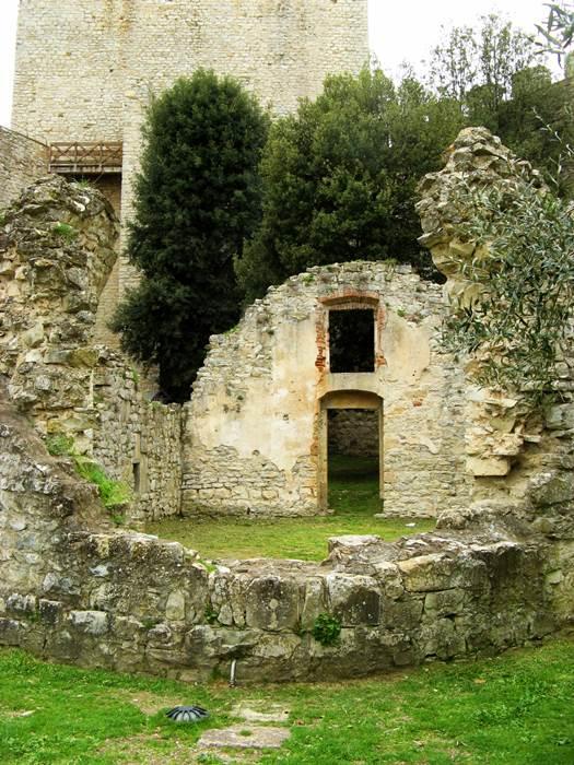 Кастильон дель Лаго - разрушенная церковь в крепости