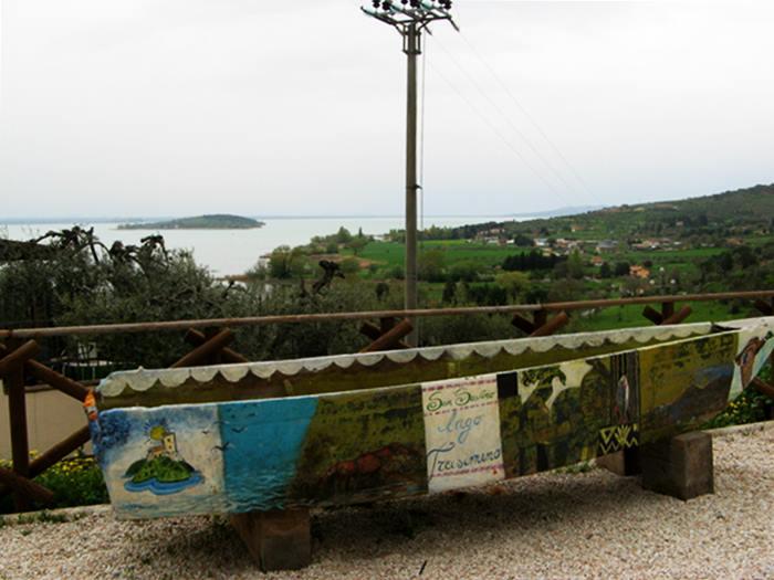 Сан Савино - вид на озеро Тразимено