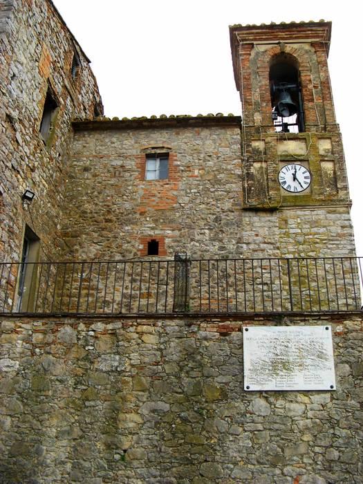 часы и колокольня в крепости Сан Савино