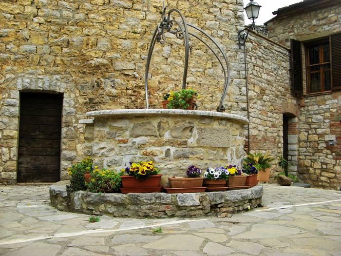 Сан Савино - колодец внутри крепости