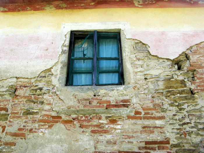 дом, требующий капитального ремонта в Италии