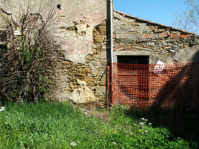 разрушенный дом в Италии