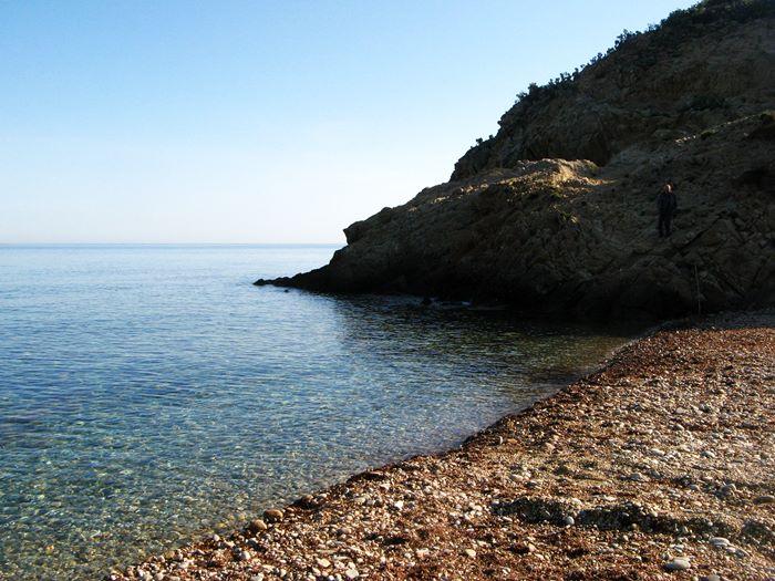 правая часть пляжа Аквавива на острове Эльба, Тоскана, Италия