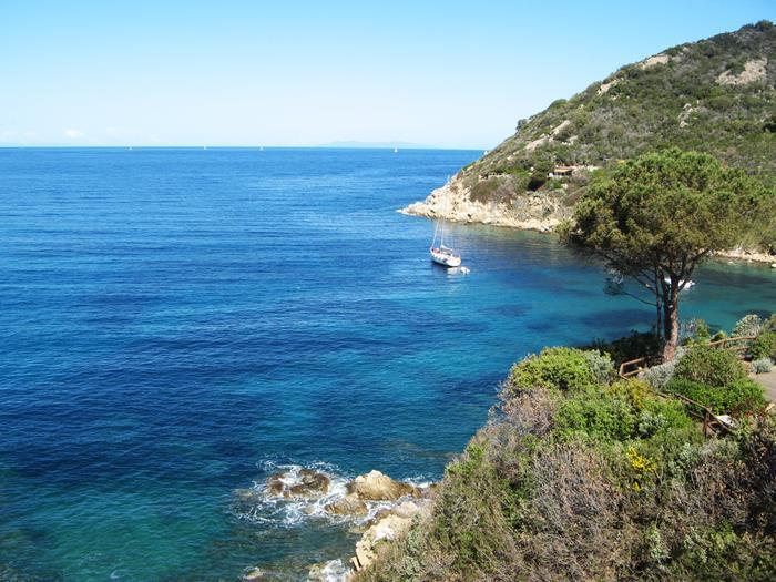 август в италии - синева моря
