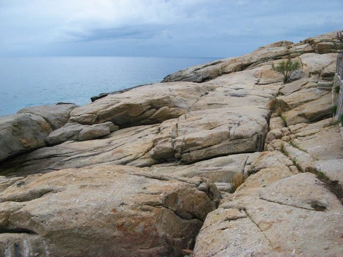 скалы из гранита в Киесси