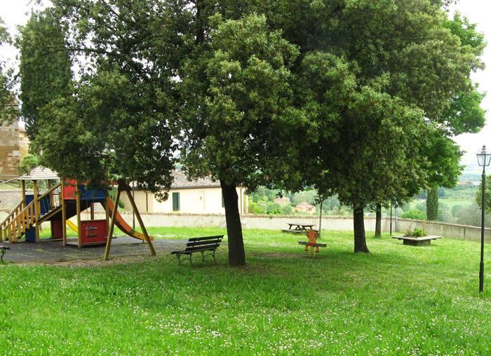 Сан Джовани д'Ассо - детская площадка