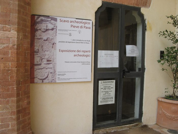 Сан Джовани д'Ассо - архитектурная выставка в замке
