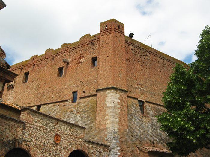 Сан Джовани д'Ассо - замок