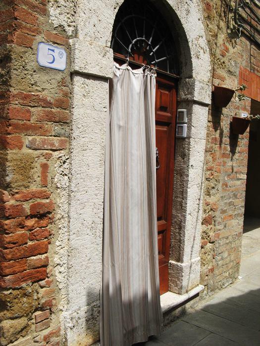 Кастельмунцио - дверь в дом
