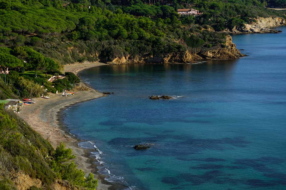 пляж Норси на Эльбе в Тоскане Италия