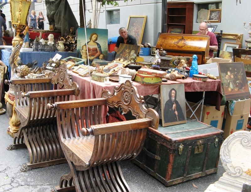 старые предметы мебели