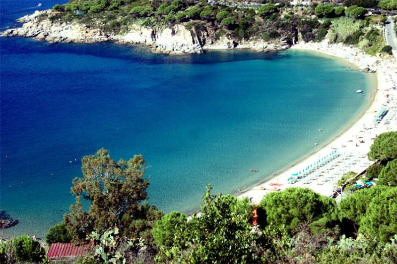 peschanyj-plyazh-kavoli-песчаный-пляж-каволи