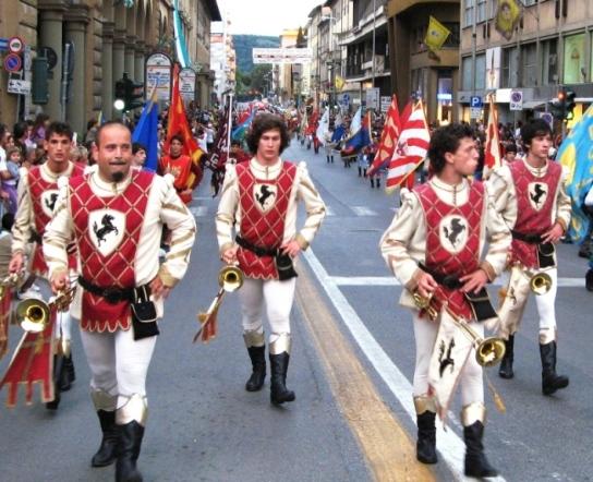 Ареццо, шествие