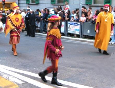 дети участвуют в шествии