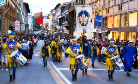 район Ареццо: жёлто-синие